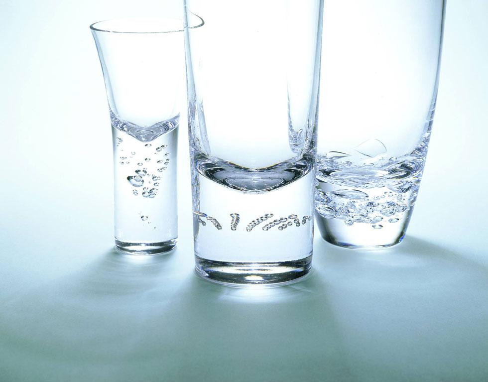 バブルスはスガハラの若手職人・江良徹氏の手より作り出されたグラス